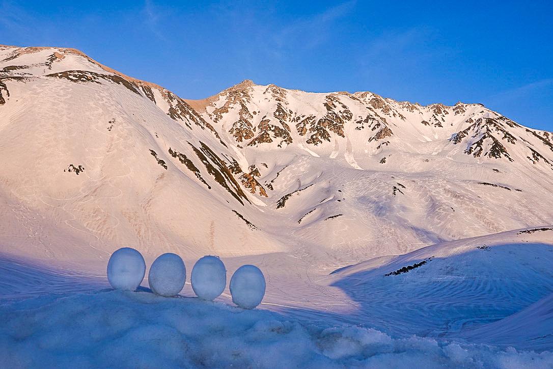 残雪期・奥大日岳・アーベントロート立山の雪だるま