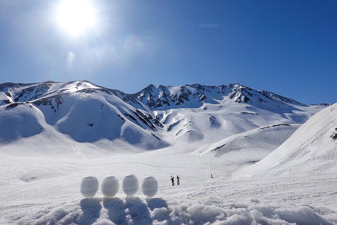 残雪期・立山(雄山)・雷鳥沢キャンプ場の雪だるま