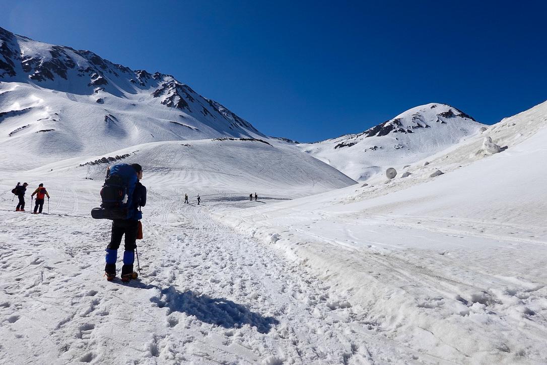 残雪期・立山(雄山)・雷鳥沢キャンプ場からの浄土山
