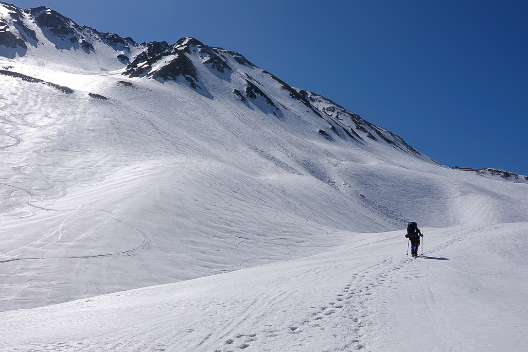 残雪期・立山(雄山)・一ノ越までつづくトレース