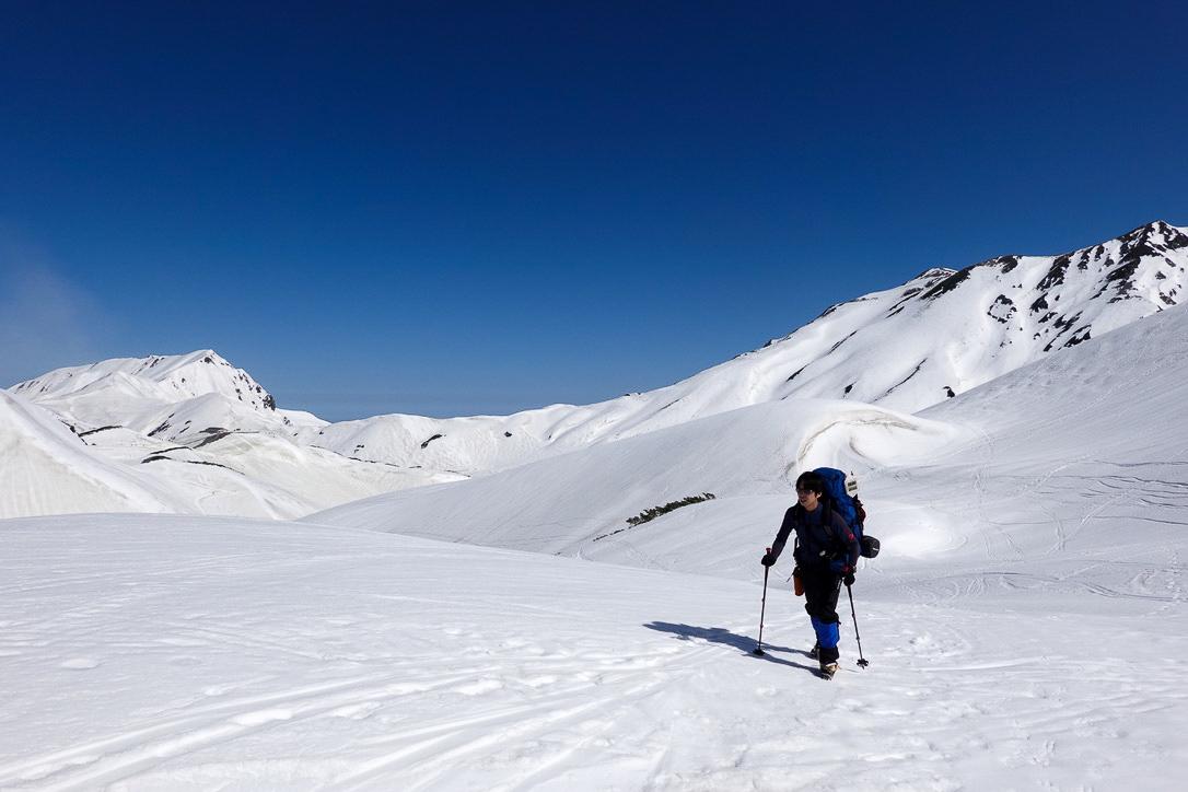 残雪期・立山(雄山)・雷鳥沢、別山を背に