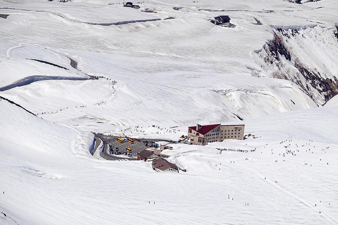 残雪期・立山(雄山)・雄山からの室堂