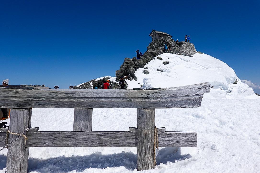 残雪期・立山(雄山)・雄山神社と雪だるま