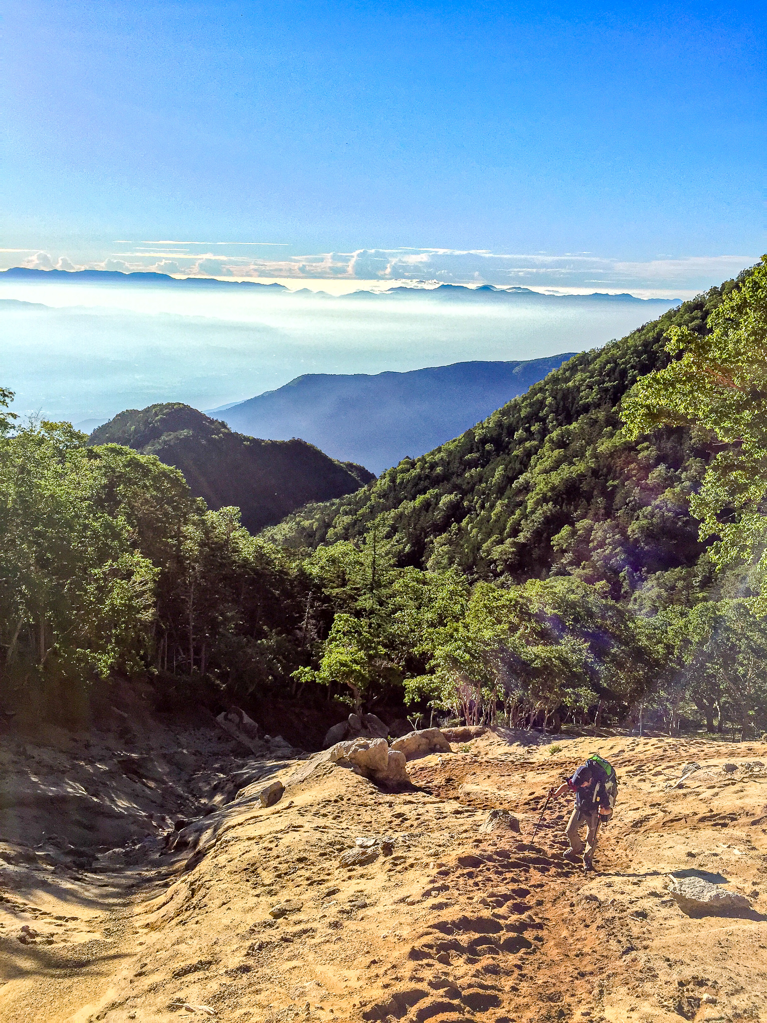 鳳凰三山・地蔵岳頂上付近は砂場の急登