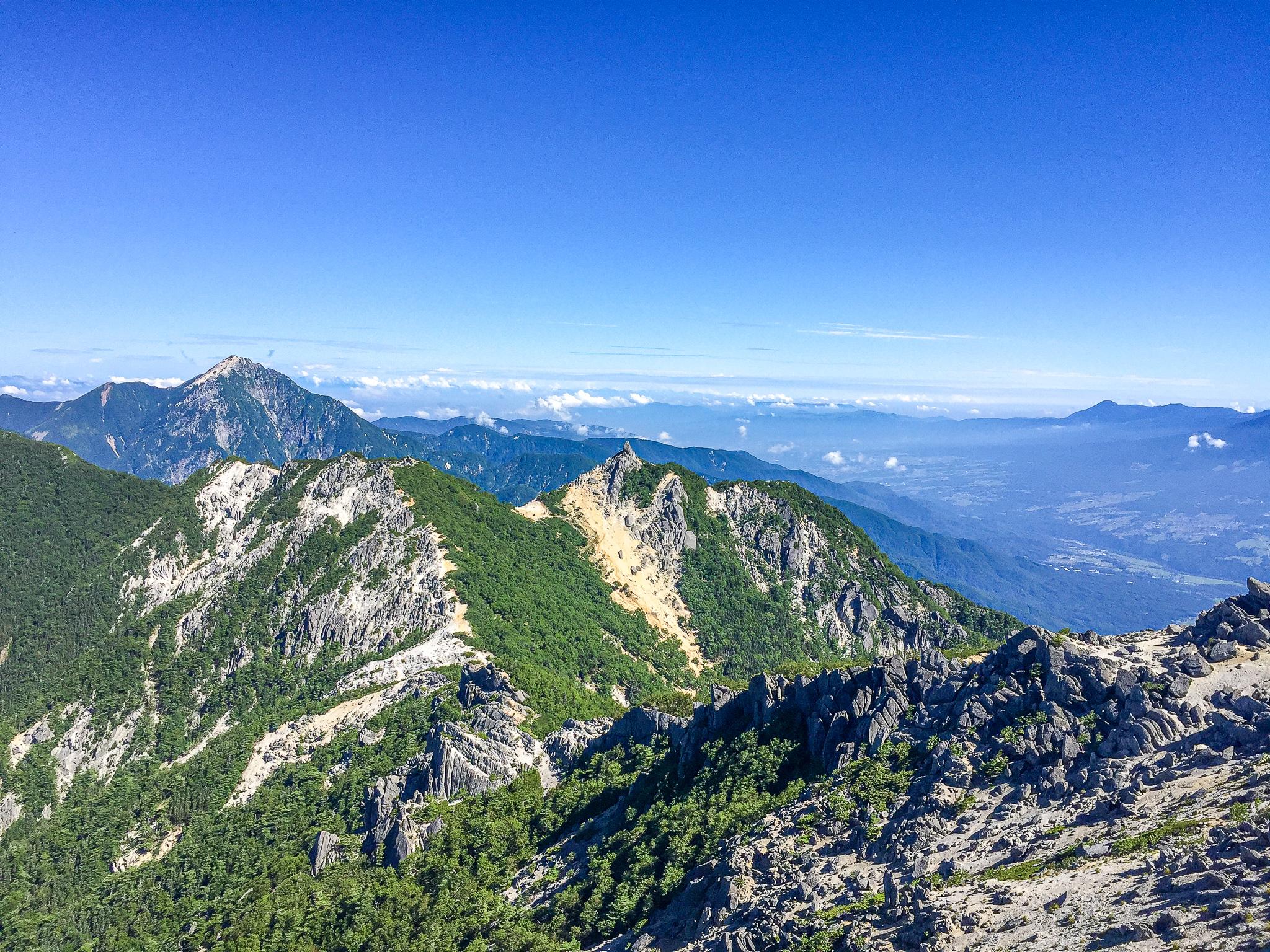 鳳凰三山・観音岳からの景色・左から甲斐駒ヶ岳、地蔵岳、八ヶ岳