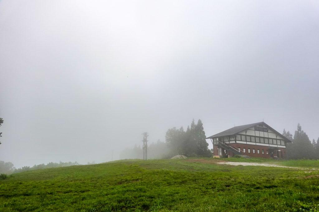 苗場山・霧でなにも見えません