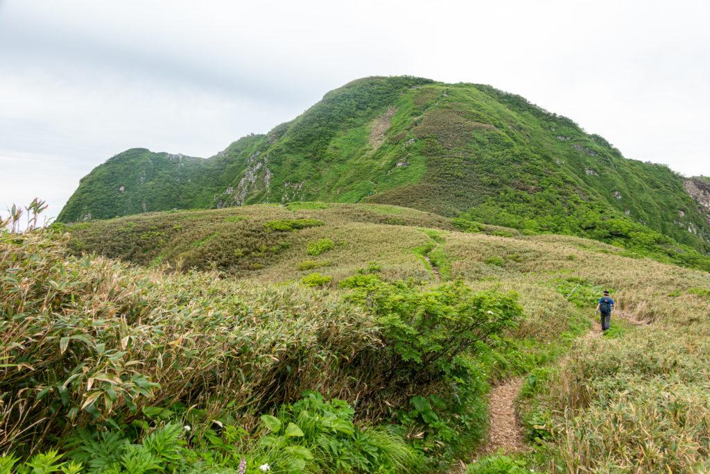 雨飾山・笹平から山頂へ2