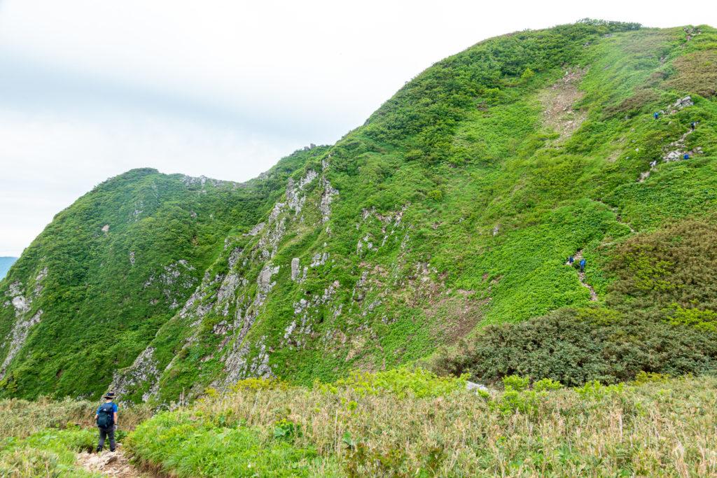 雨飾山・笹平から山頂へ3