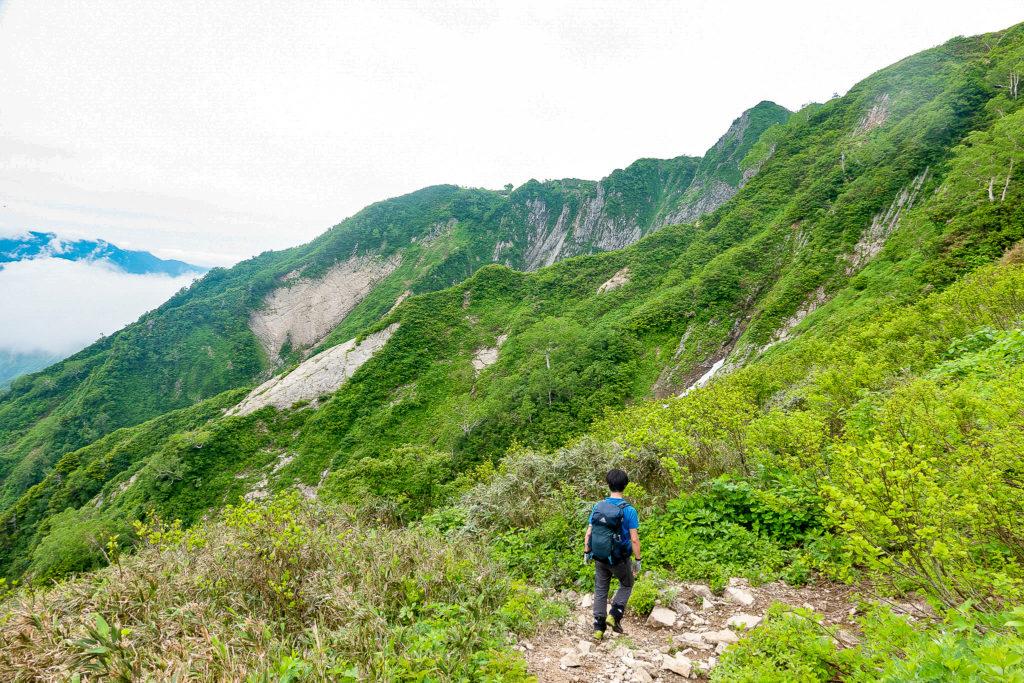 雨飾山・笹平から荒菅沢へ3
