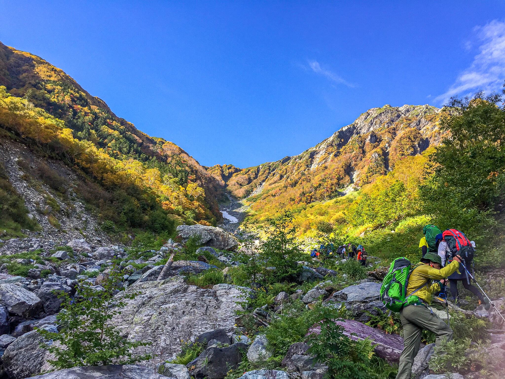 北岳・大樺沢二俣へガレ場を登る