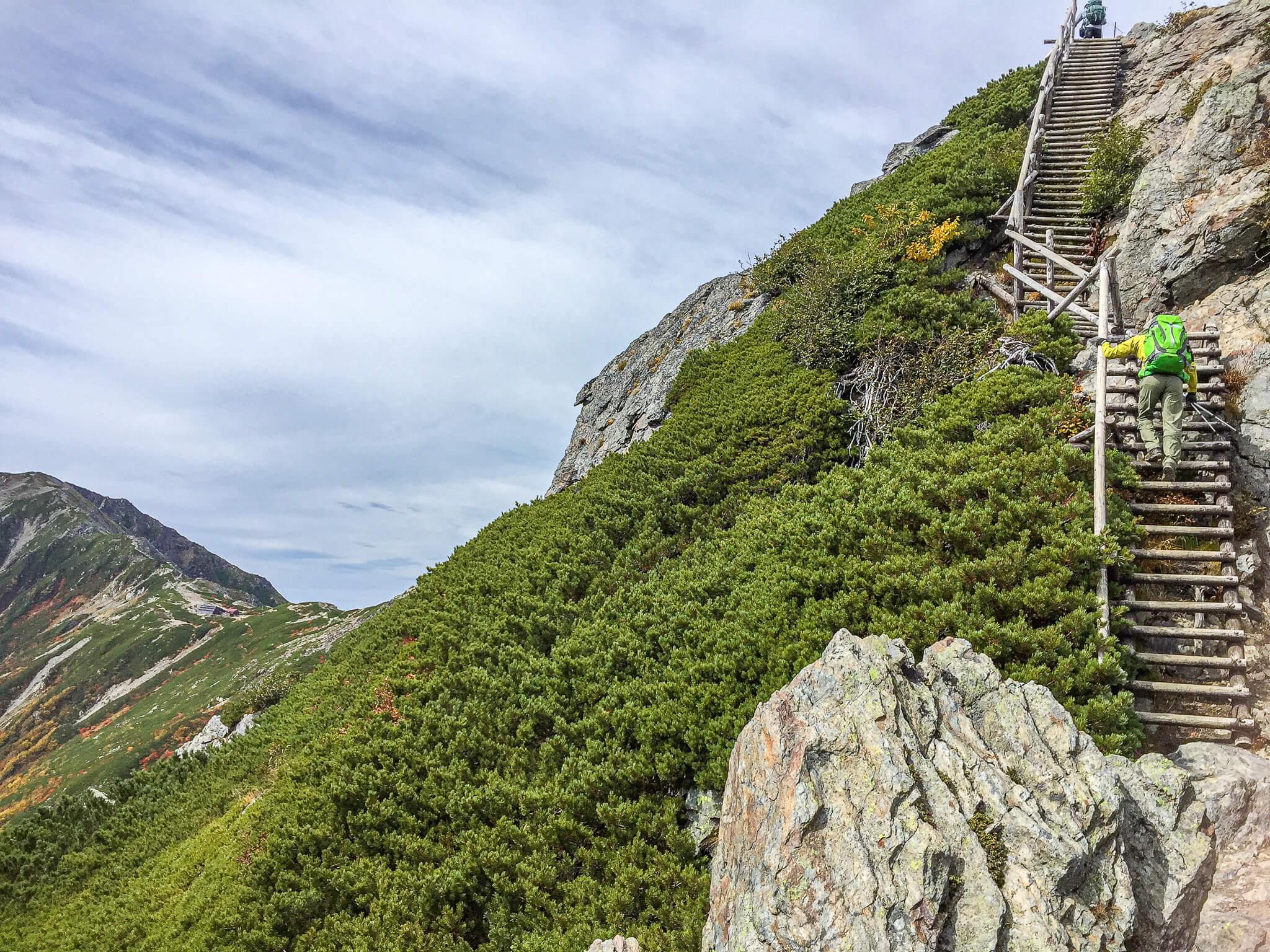 北岳・北岳山荘へ、ハシゴを登るよどこまで