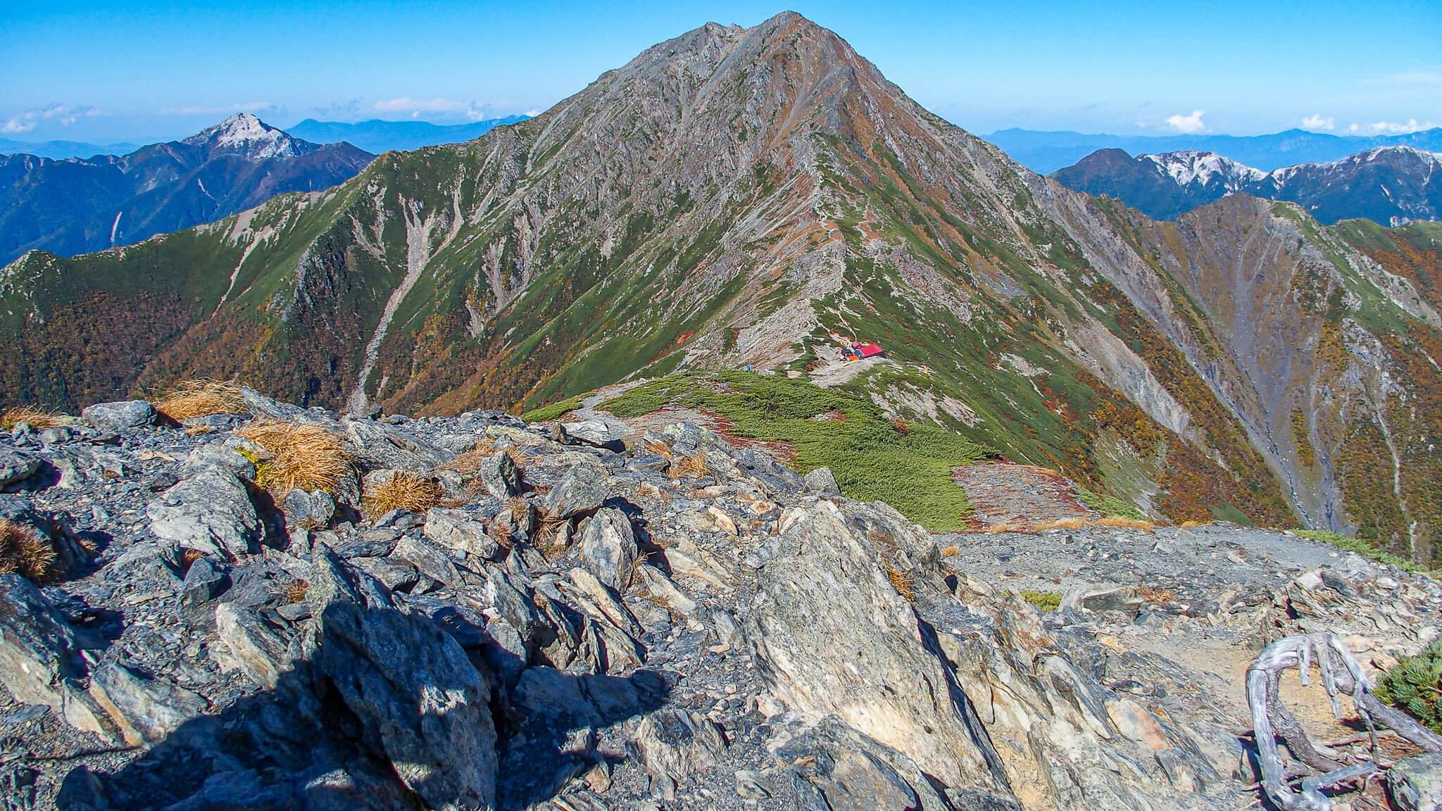 北岳・中白根山からの北岳(中央)、甲斐駒ヶ岳(左奥)