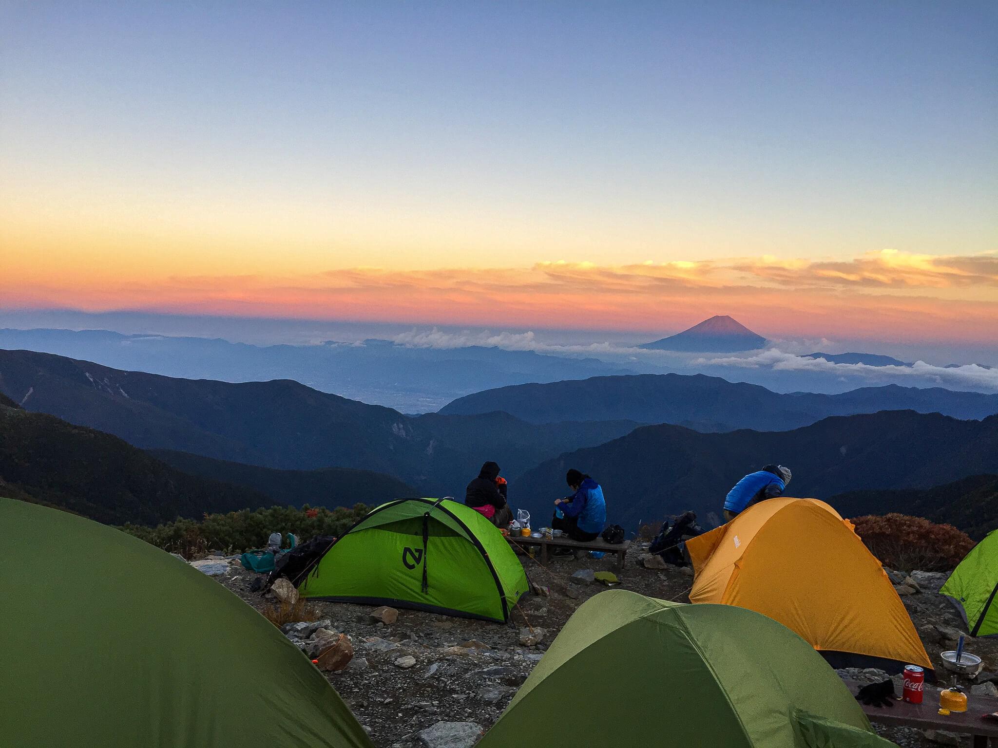 北岳・北岳山荘からの夕日に染まる富士山