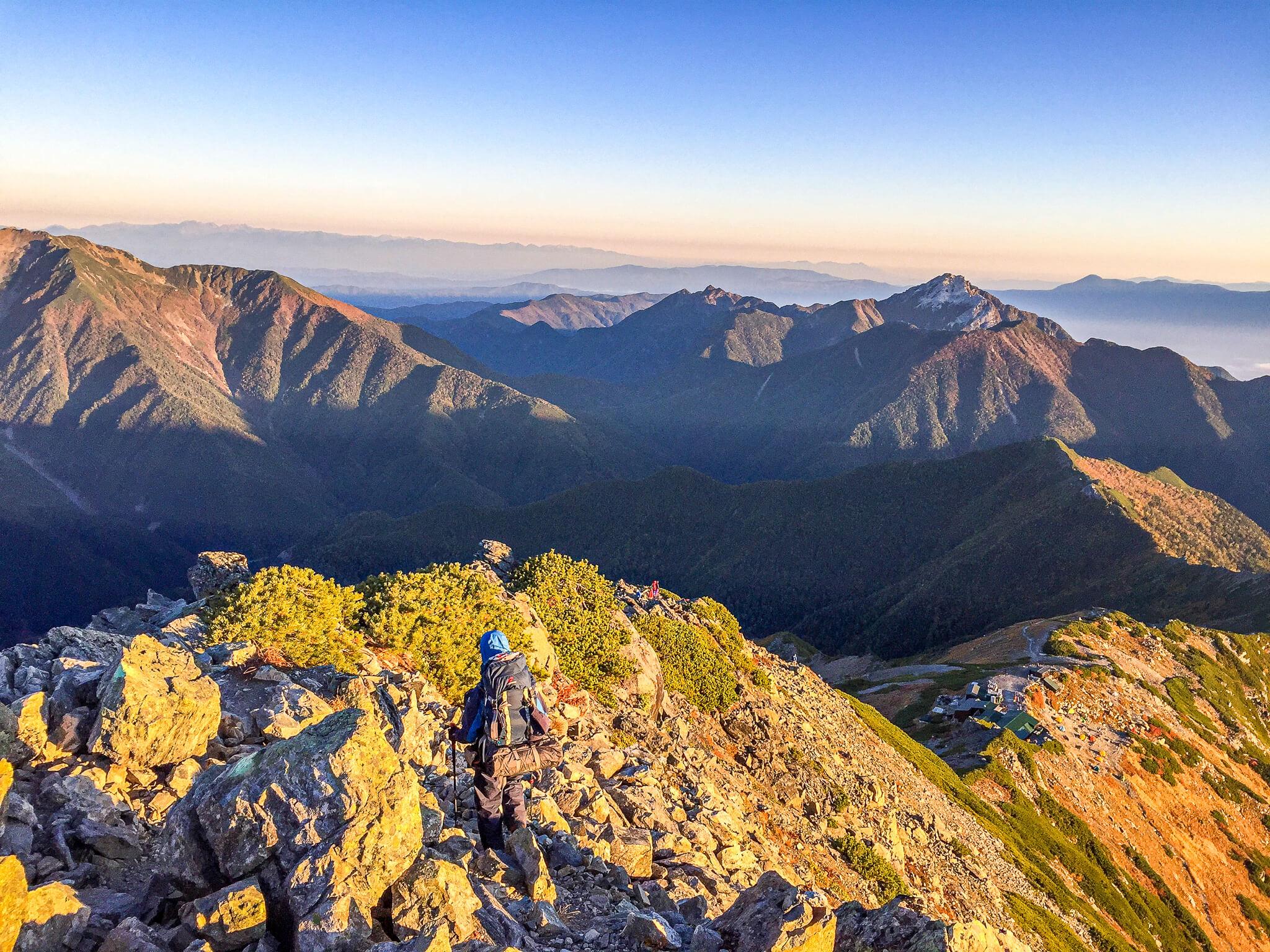北岳・仙丈ヶ岳と甲斐駒ヶ岳を見ながら下山