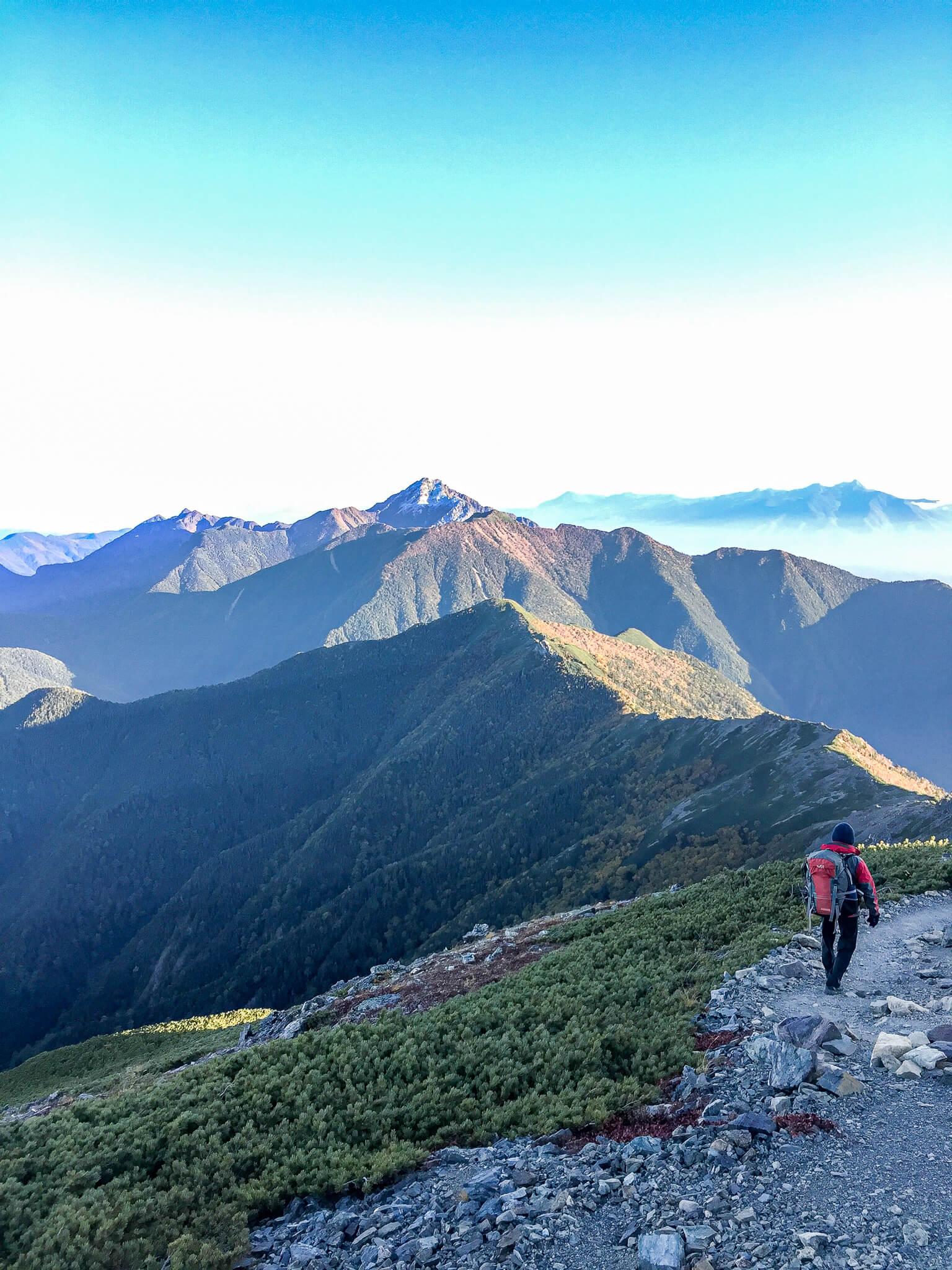 北岳・白根御池小屋に向かう道から見える甲斐駒ケ岳
