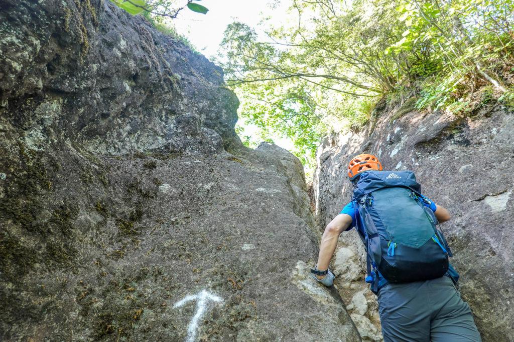 妙義山・表妙義(白雲山、相馬岳)・稜上のチムニー