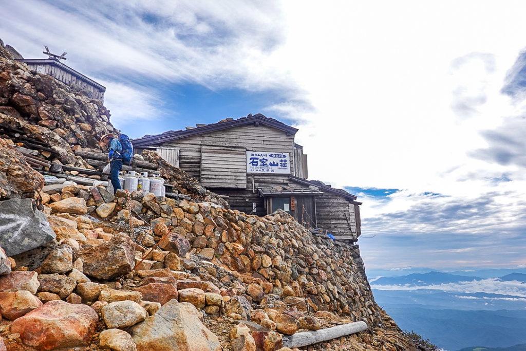 御嶽山・石室山荘
