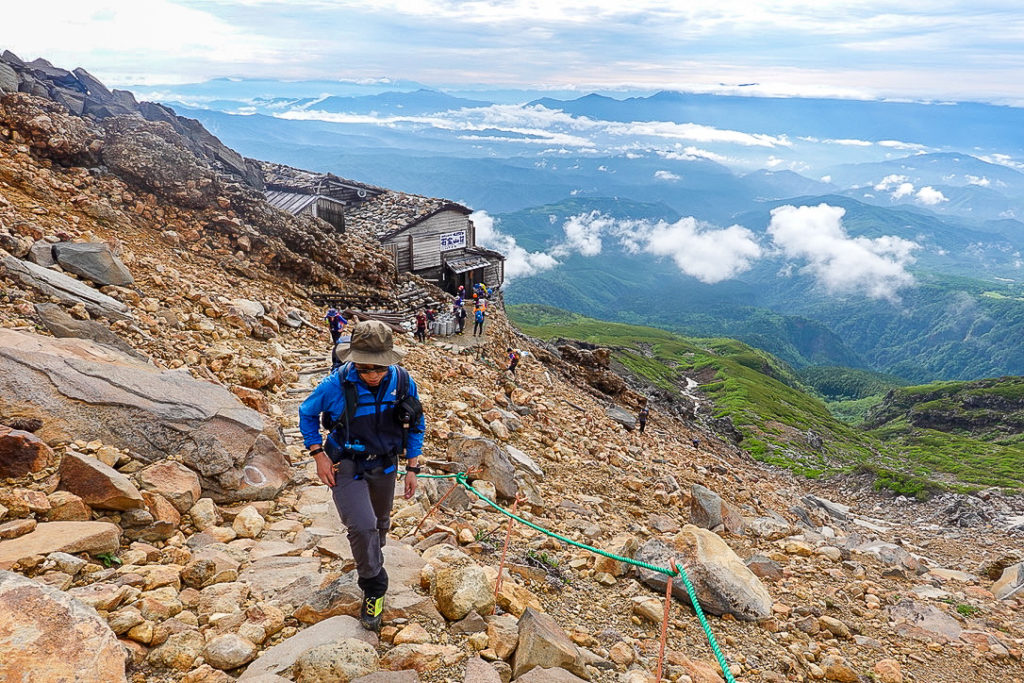 御嶽山・石室山荘から剣ヶ峰へ2