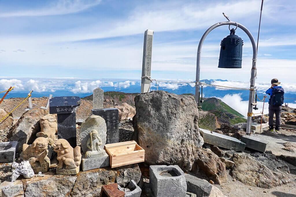 御嶽山・剣ヶ峰山頂の景色