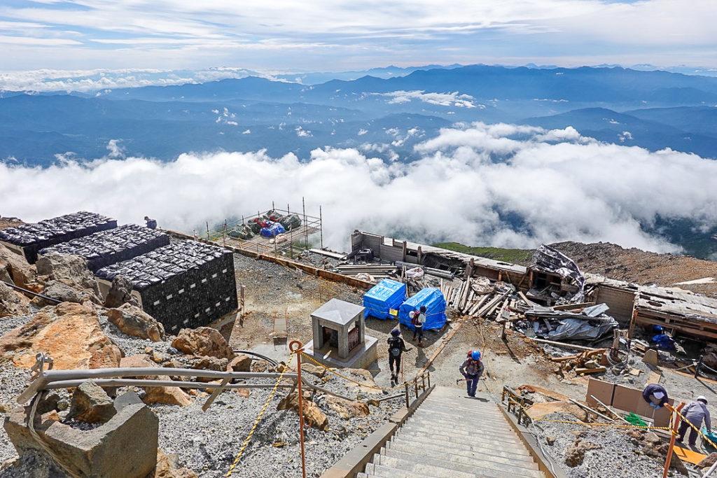 御嶽山・剣ヶ峰山荘は解体中