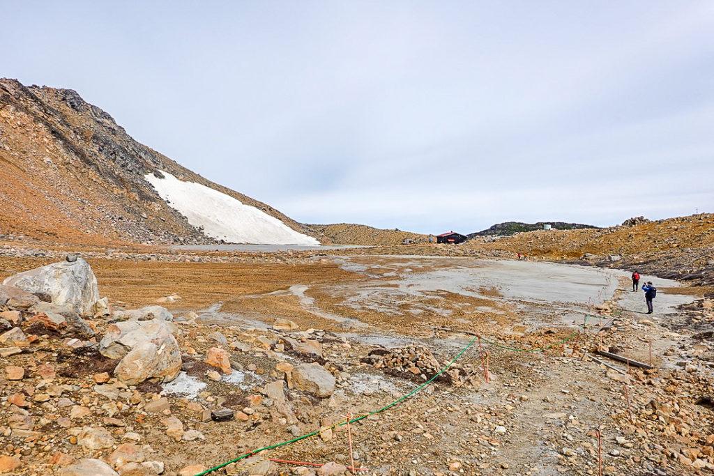 御嶽山・灰に埋もれた二ノ池