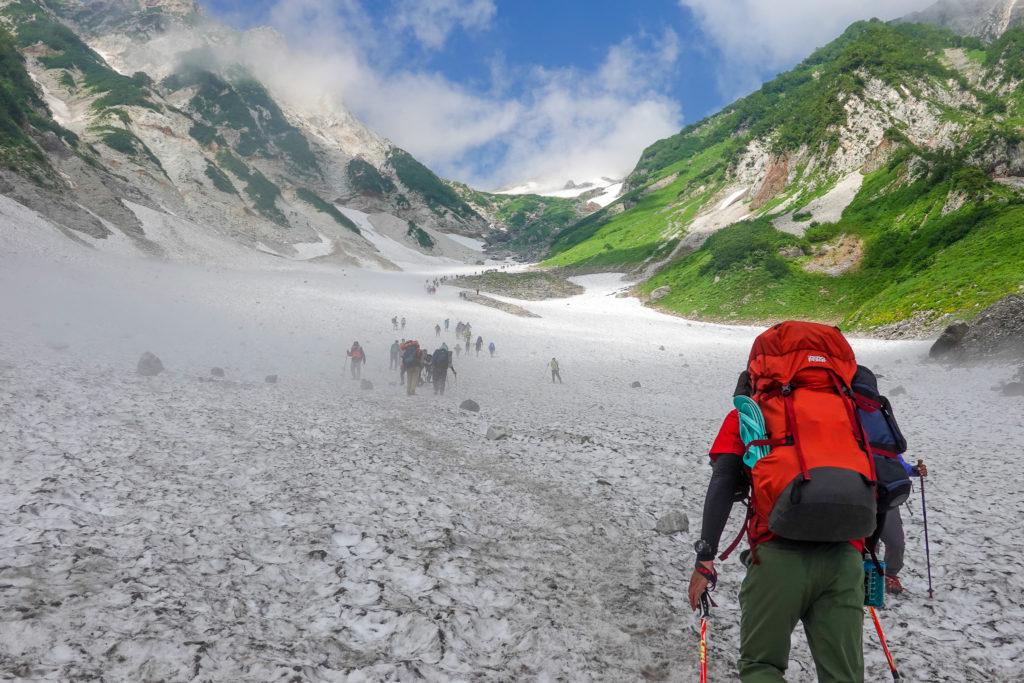白馬岳・先は長いよ大雪渓