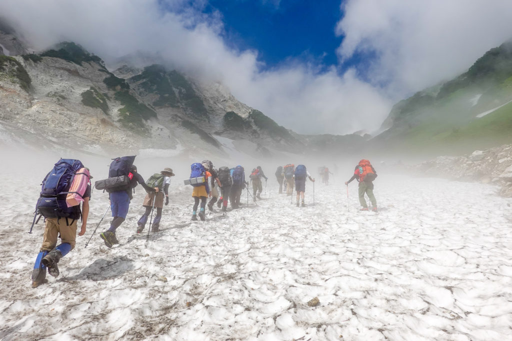 白馬岳・渋滞の大雪渓