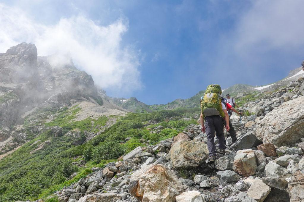 白馬岳・岩場をせっせと登りましょう