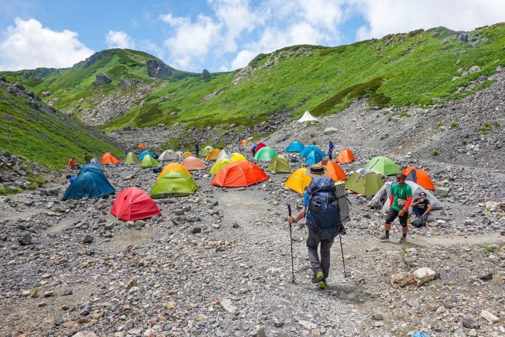 白馬岳・村営頂上宿舎のテント場