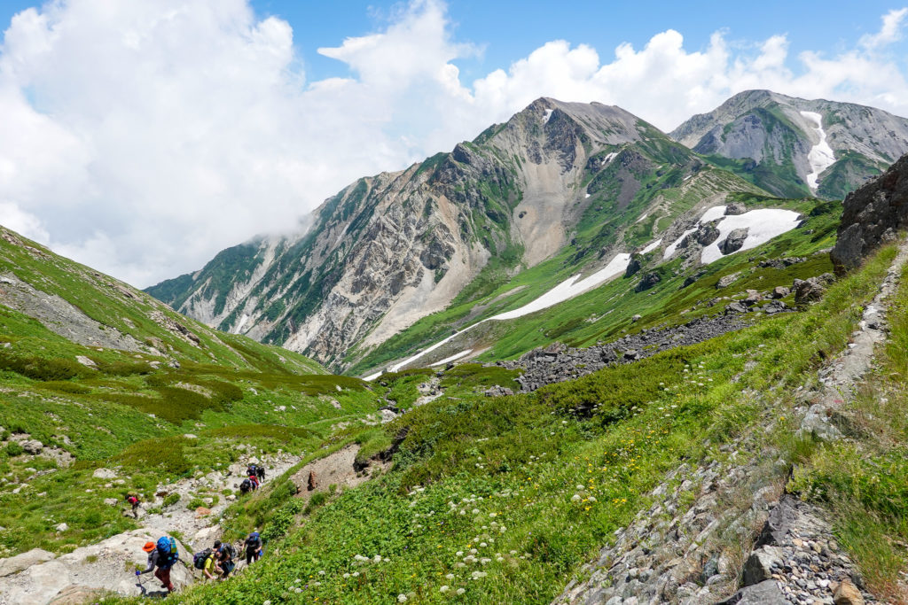 白馬岳・頂上宿舎からの杓子岳と白馬鑓ヶ岳