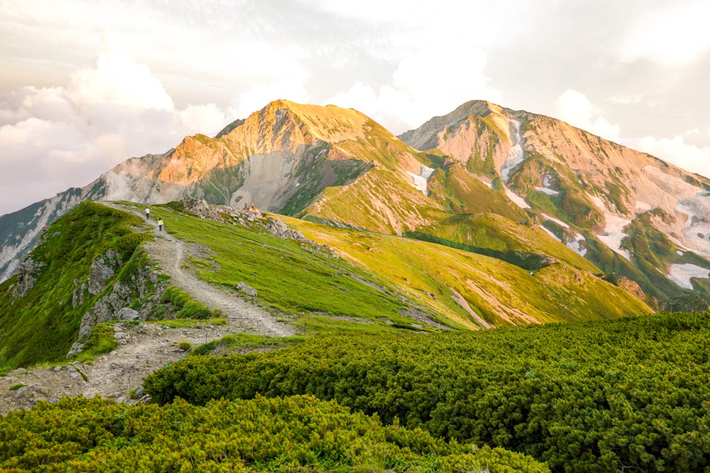 白馬岳・夕焼けの杓子岳と白馬鑓ヶ岳