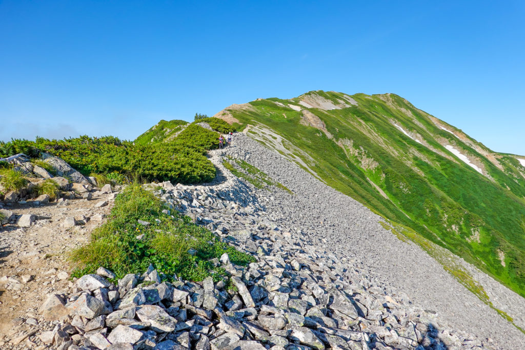 白馬岳・小蓮華山の稜線を振り返る