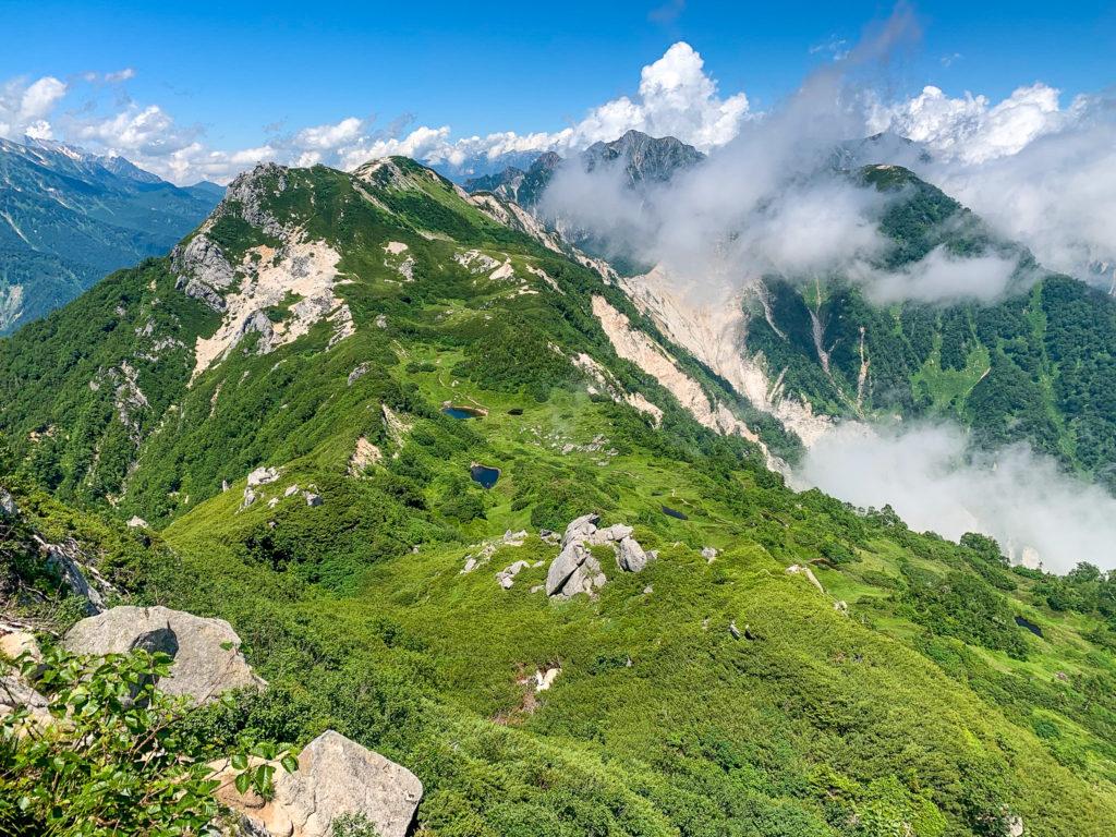 裏銀座・烏帽子岳・烏帽子岳から南沢岳、不動岳方面を望む