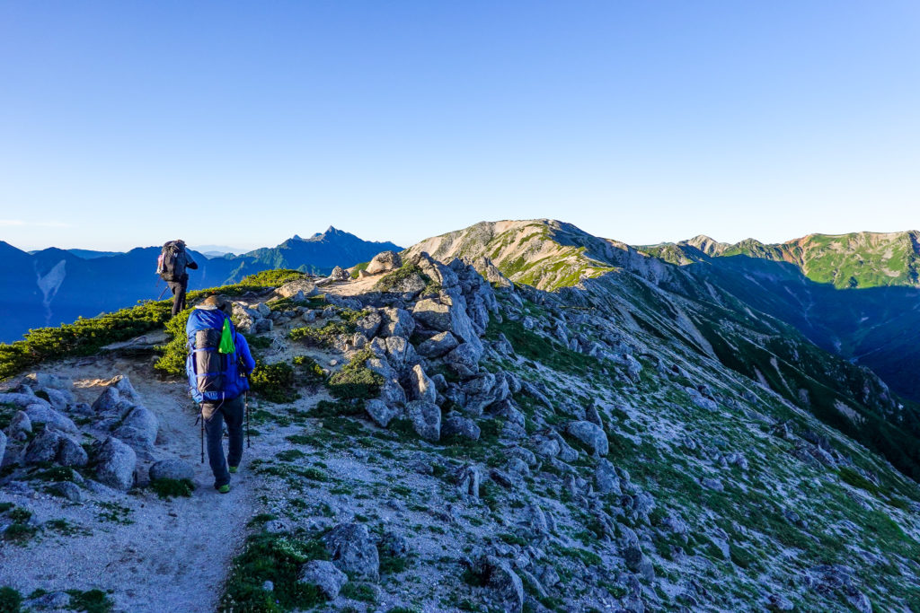 裏銀座・三ッ岳西峰の稜線コース