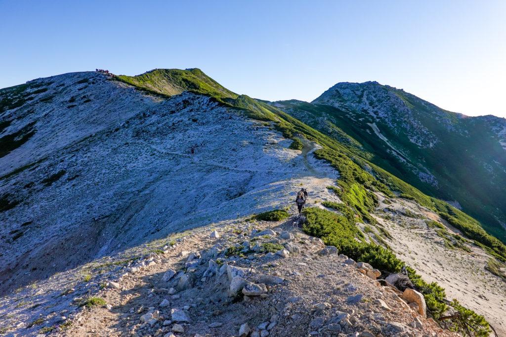 裏銀座・稜線コース終点より、三ッ岳を振り返る