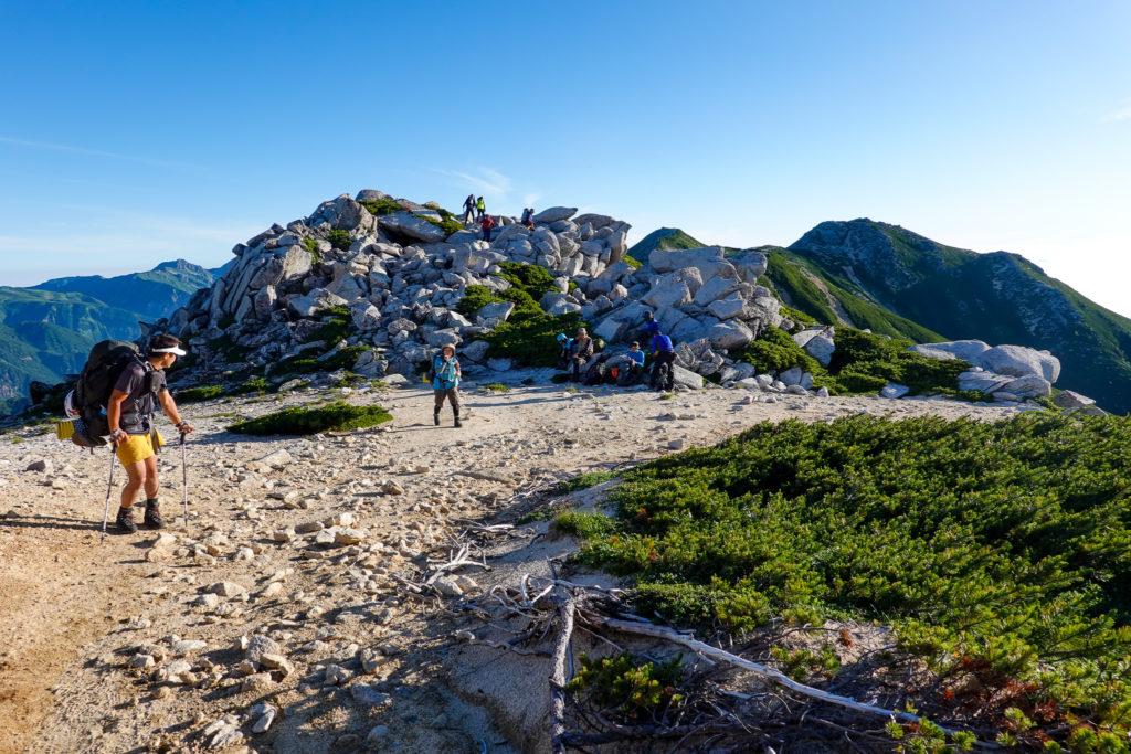 裏銀座・三ッ岳と野口五郎岳の間にある大きな石塊