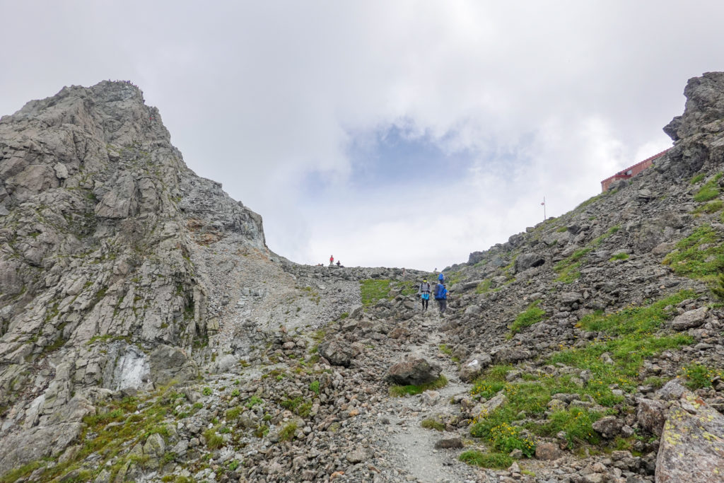 裏銀座・槍ヶ岳の脇を登ります