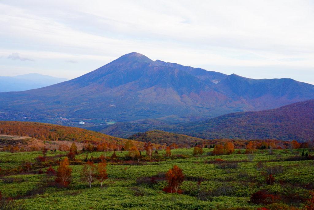 八幡平・紅葉の岩手山