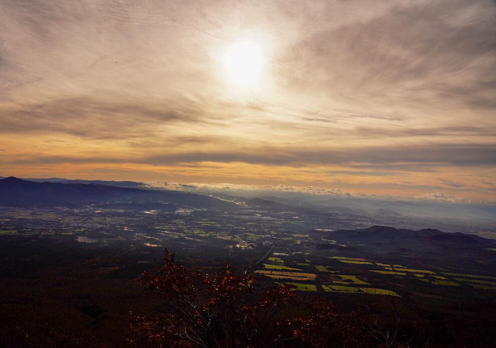 岩手山・4合目から見た滝沢、盛岡の街並み