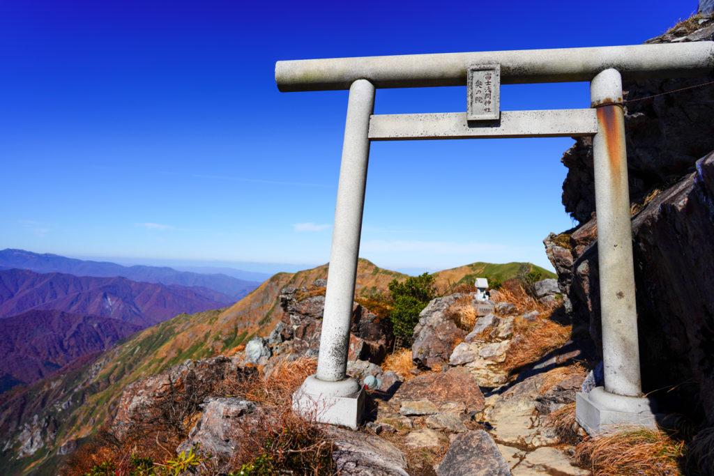 谷川岳・富士浅間神社奥の院、アップ