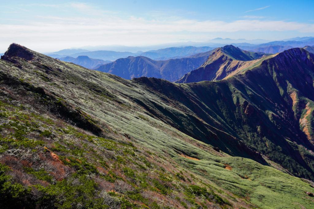 谷川岳・トマから俎嵓までのびる稜線