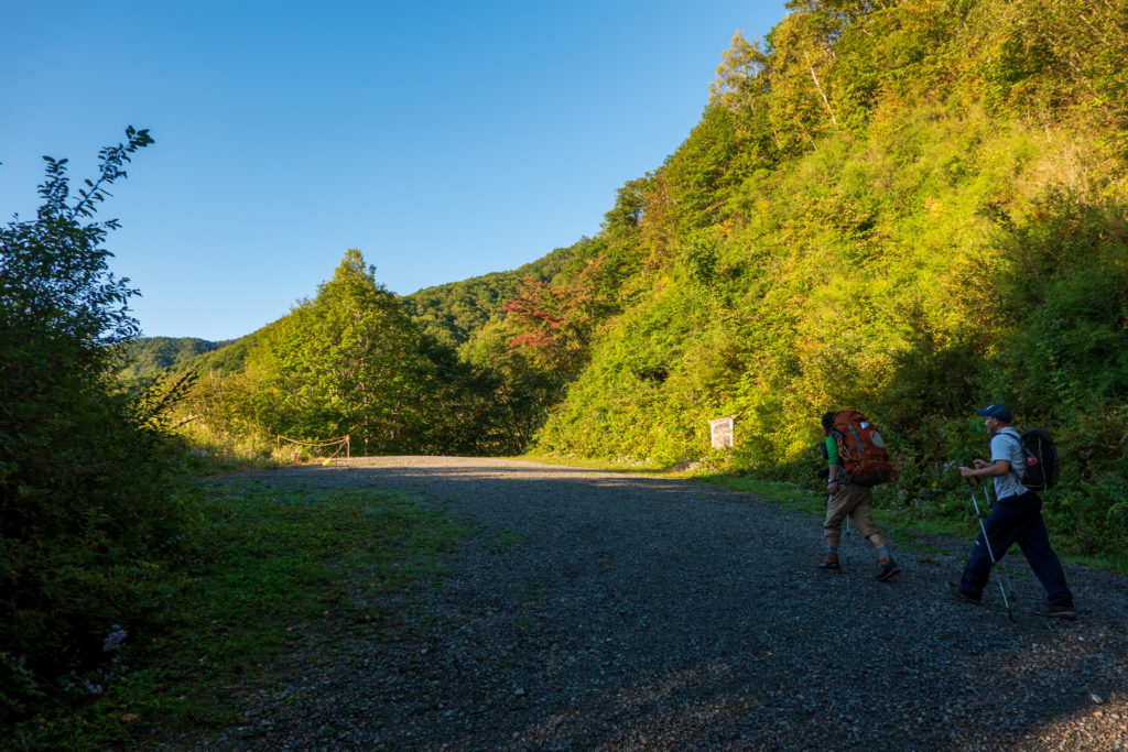 空木岳・池山林道終点の篭ヶ沢駐車場