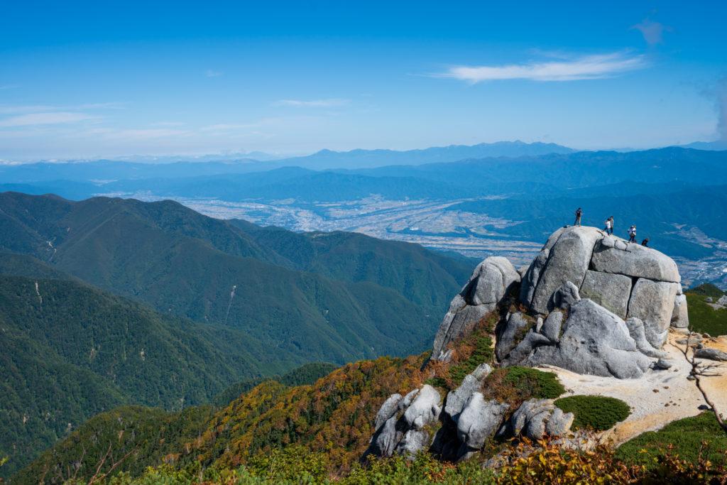 空木岳・駒石と駒ヶ根の街、八ヶ岳