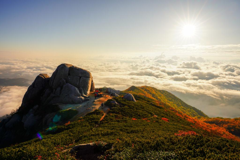 空木岳・朝日に染まる駒石
