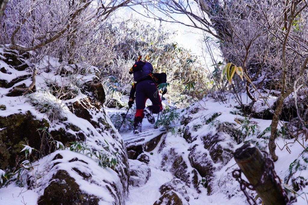 積雪期・荒島岳・険しい急登