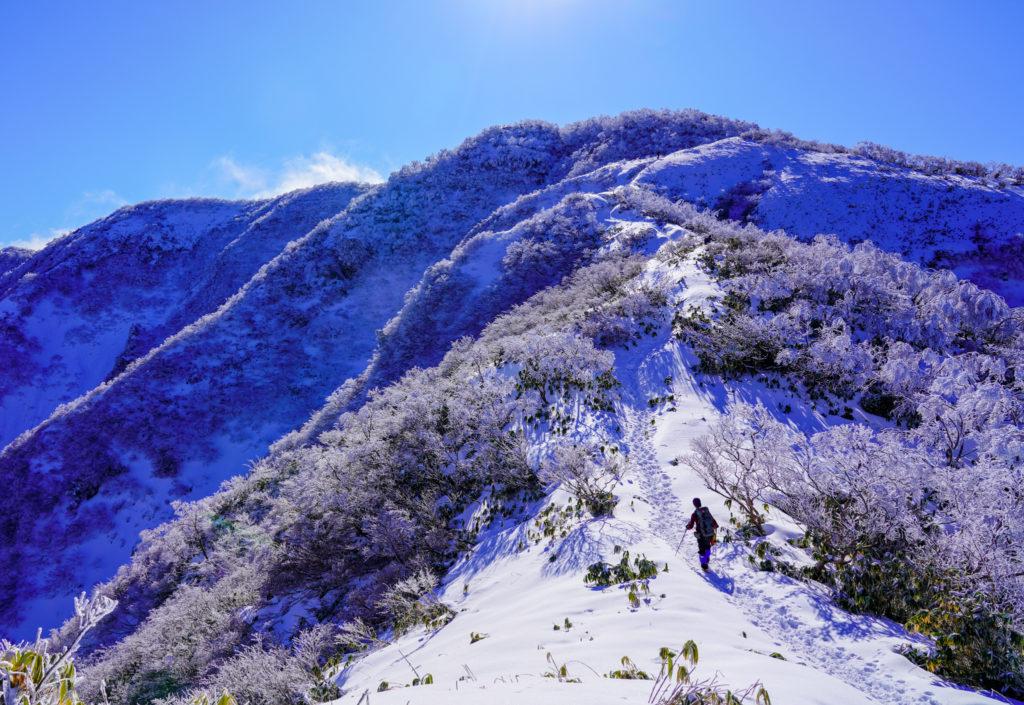 積雪期・荒島岳・もちがかべを登る