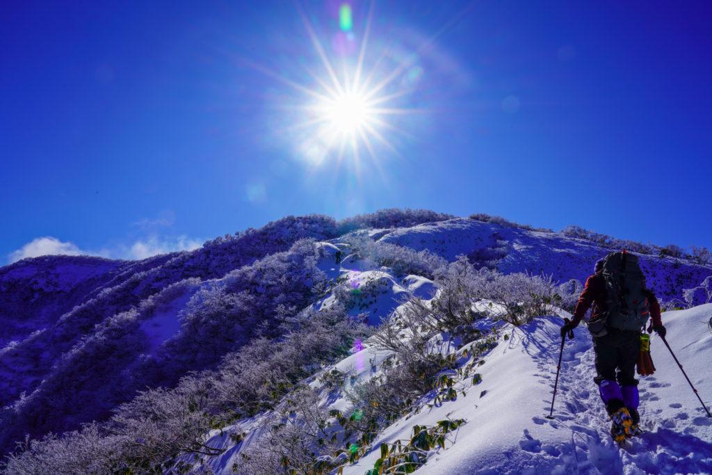 積雪期・荒島岳・もちがかべを登る、登る