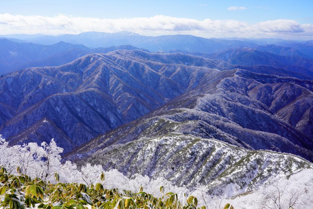 積雪期・荒島岳・能郷白山方面の景観