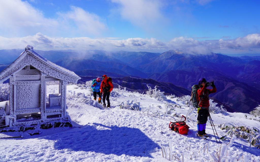 積雪期・荒島岳・荒島岳山頂にて休憩中