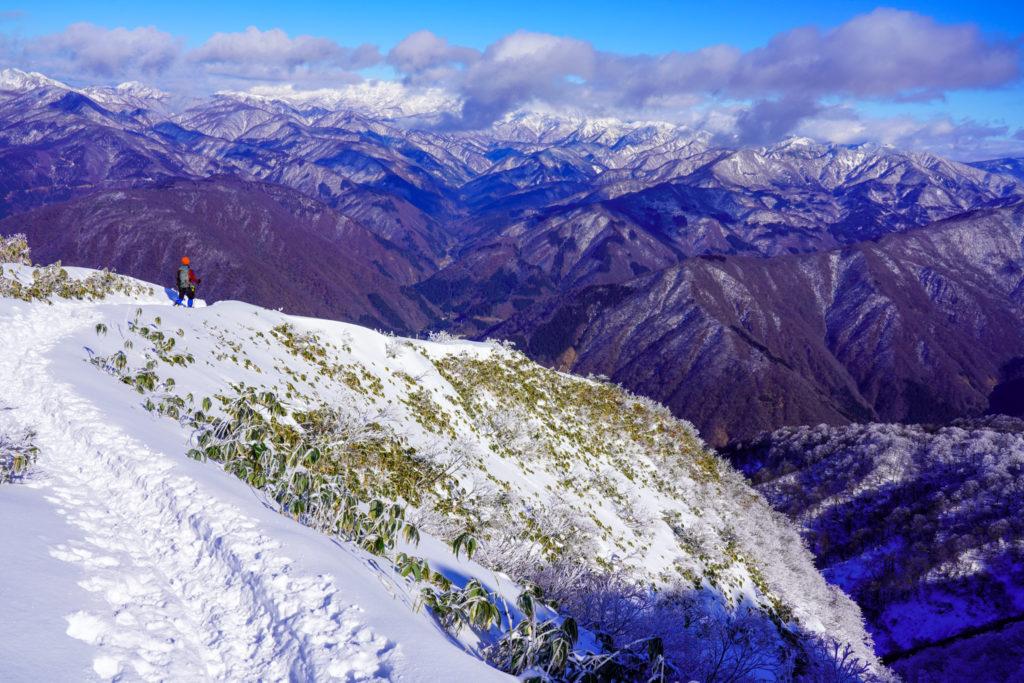 積雪期・荒島岳・もちがかべを下る
